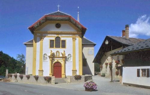 façade saint-Nicolas de Véroce.jpg